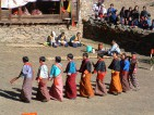 Народный танец в исполнении деревенских девушек